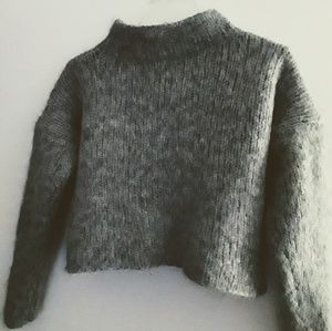 Sweaters - Crop sweater